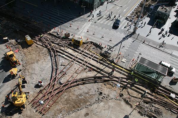 Kampin raitiotien rakentamista Kaivokadun ja Mannerheimintien risteyksessä heinäkuussa 2007.